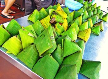三角の形に包まれているペナン島で売られているナシレマ。元々朝ごはんとされたこの食べ物は現在朝から夜遅くまで食べられています。 (angelinecpho.blogspot.com)