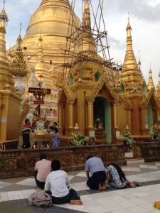仏教への信じる心が強いミャンマー人