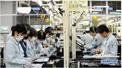 神戸市にある工場内の様子。マレーシアの東方政策で、日本の集団主義と勤労倫理を学ぶ。 (http://www.rappler.com/)