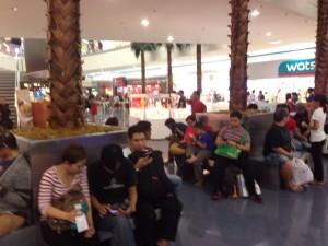 ASEAN10カ国の3種の神器はスマートフォン。高価なiPhoneに比べて人気はサムスンか地元メーカーが多い。