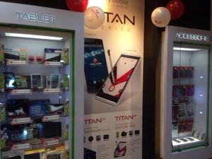 フィリピンマニラの携帯ショップ。様々なスマホが6000円〜揃う。もちろんSIMフリー