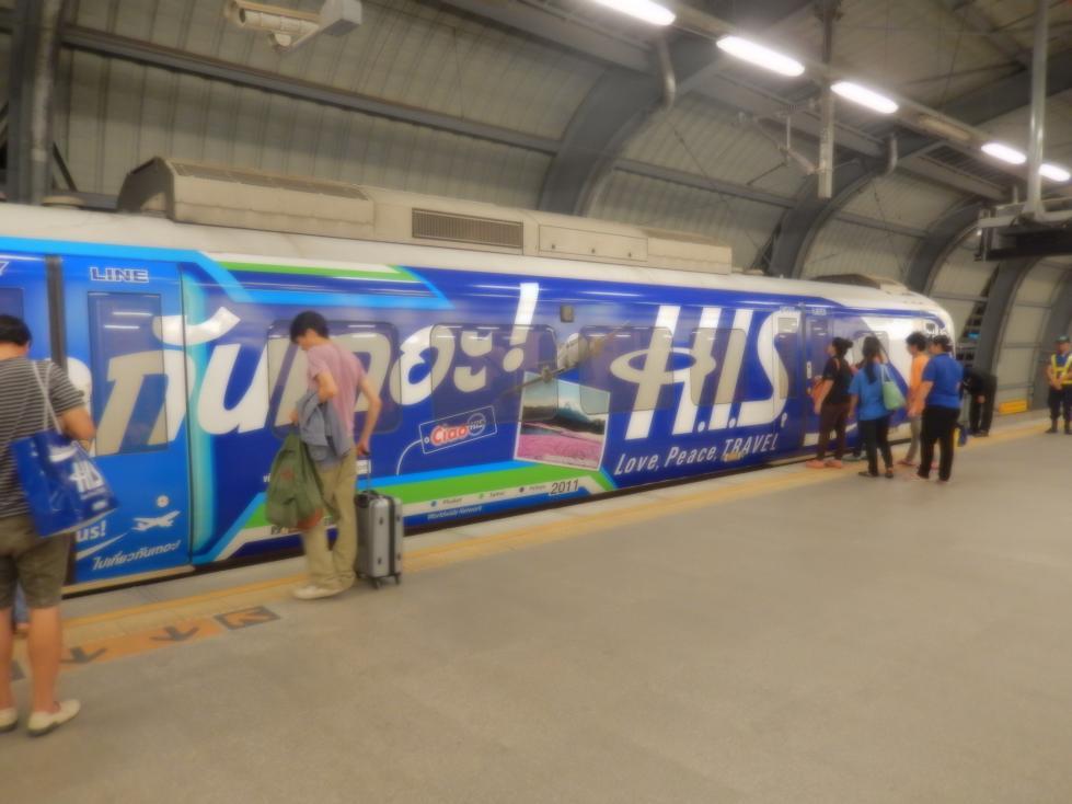 バンコクの交通広告BTSの一例